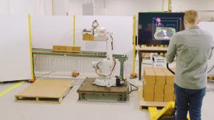 Aplicación de paletizado con FreeMove y robot ABB.   créditos foto : Automationworld